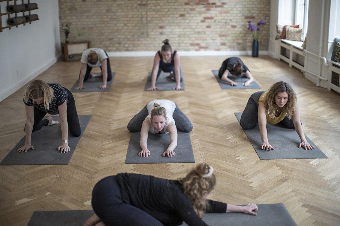 gravid yoga graviditet fødsel heltgravid