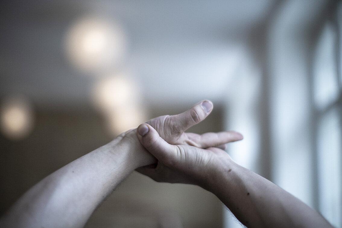 4R4C4816- yoga hænder.jpg