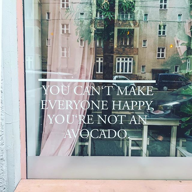 🤷🏼‍♀️ You do you 🥑 . . . #berlin #avocado #avocadoclub #travelbloggers #travelblogger #streetscenes #avo #avoontoast #discoverberlin #thatsdarling #thehappynow #citybreak #cafe