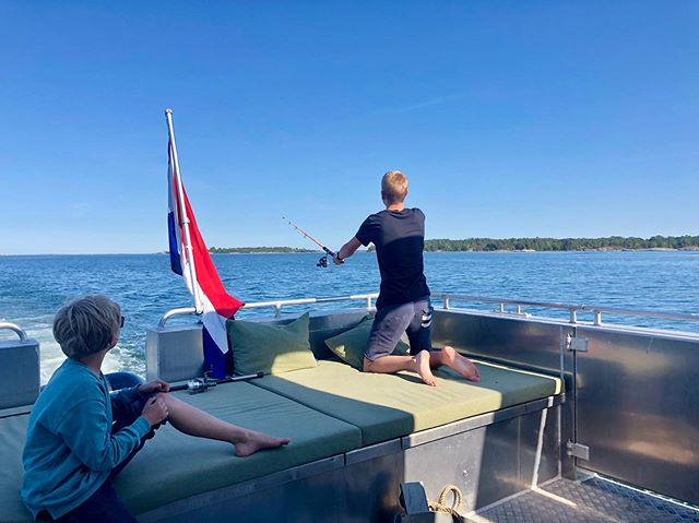 Fishing in the archipelago. #summerfun #boatlife #boatrental #getawaydeluxe #getawaymachine #stayinamarinecabin #stockholmarchipelago #stockholmsskärgård #sommarstuga