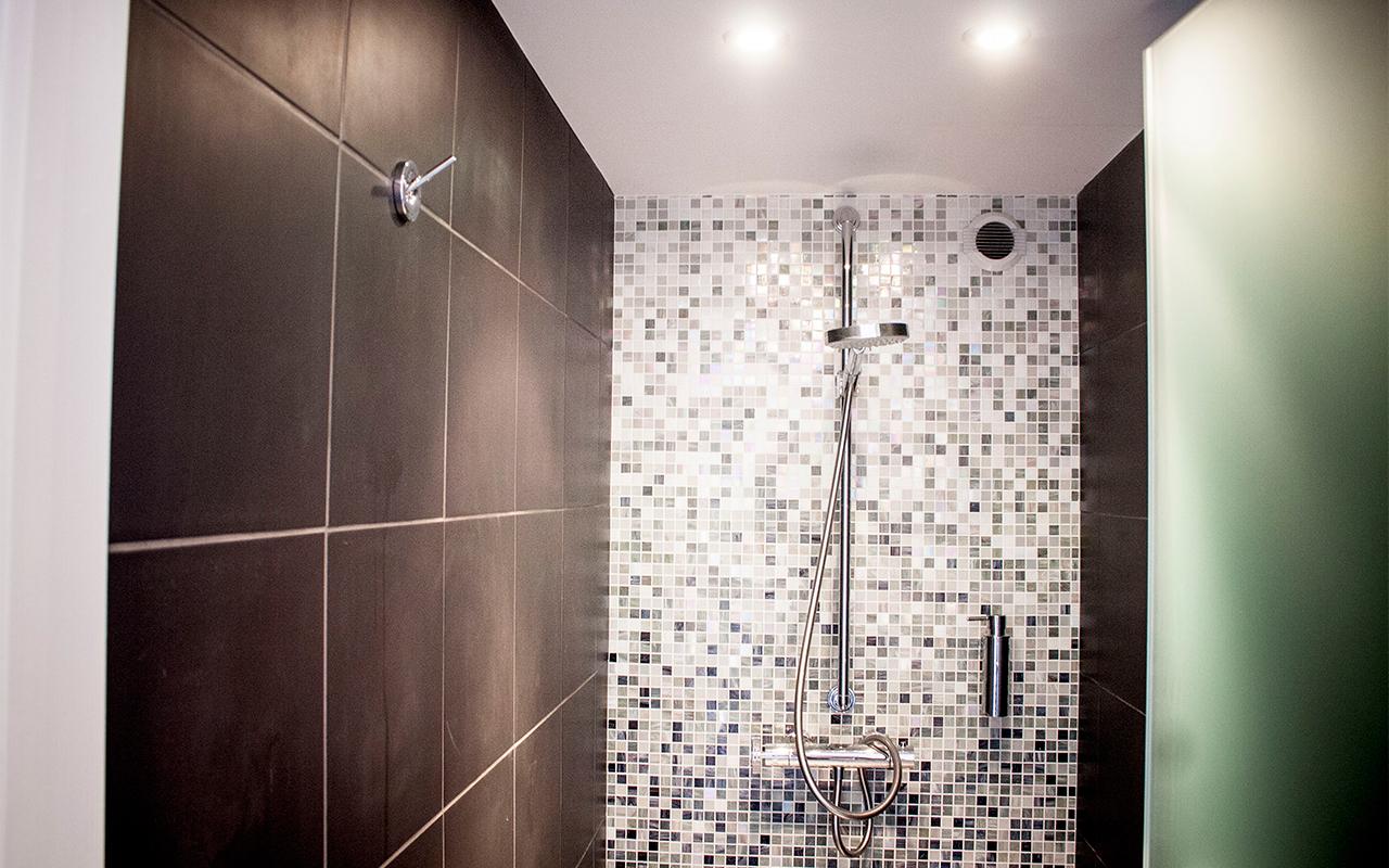 the-mayors-house-bathroom.jpg