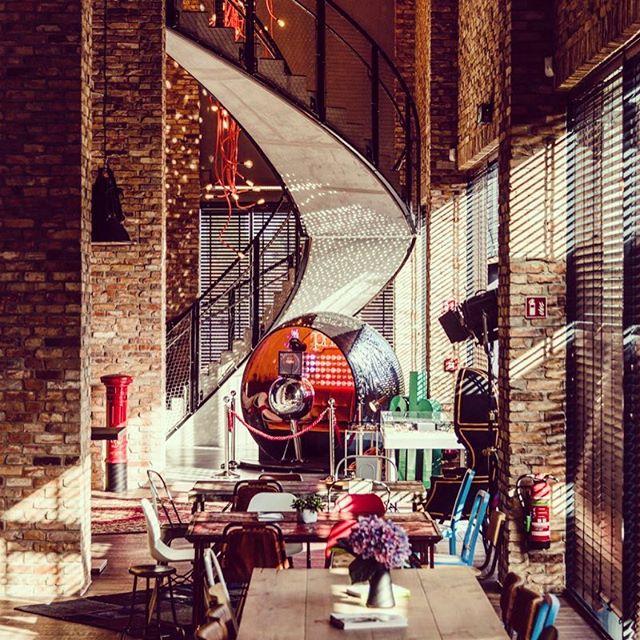 Tolle Location bei #adamhall #interior #interiordesign #interiordesigner #vintage #shabbychic #shabby #disco #photobooth #fotobox #fotobulli #photobus #event #party #messe #photokina #buchmesse #frankfurt #bonn #köln #berlin #award #aftershow #mirrorball #discoball