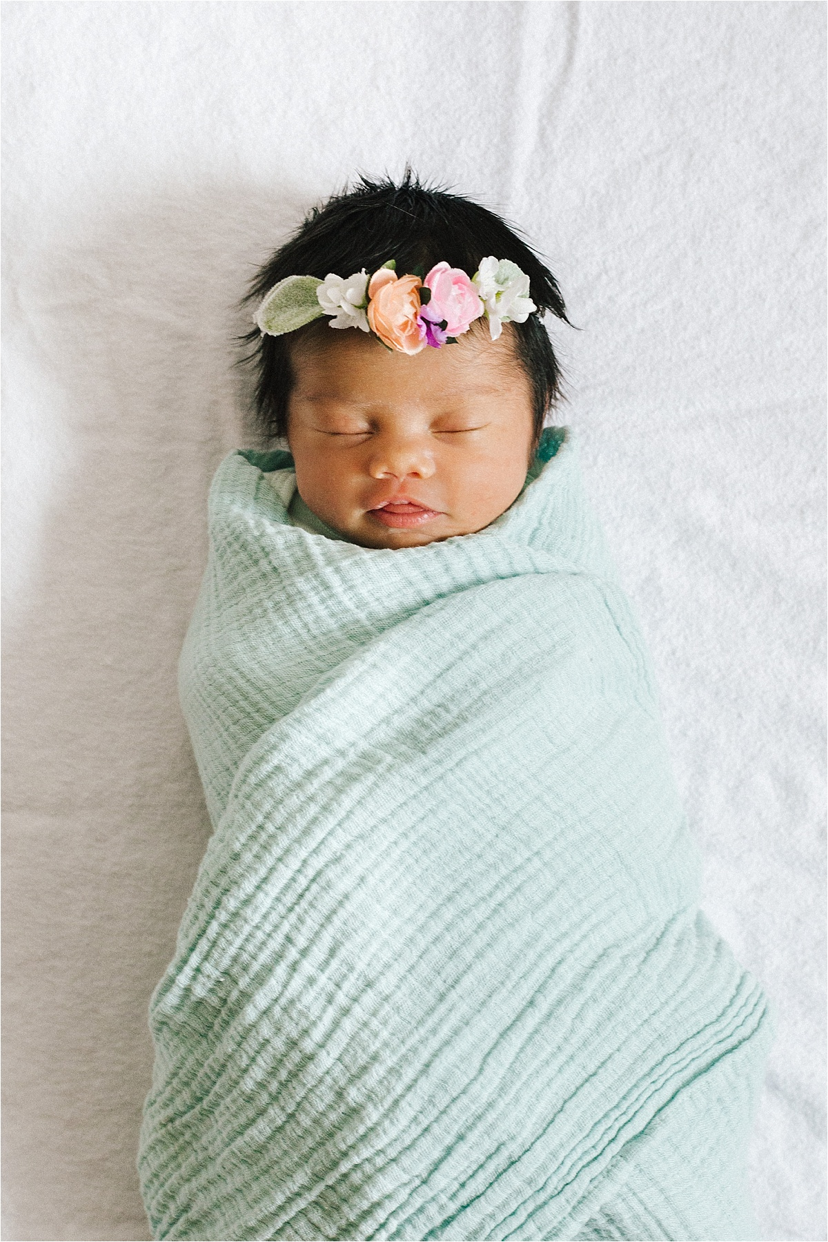 Newborn Flower Photoshoot_0037.jpg