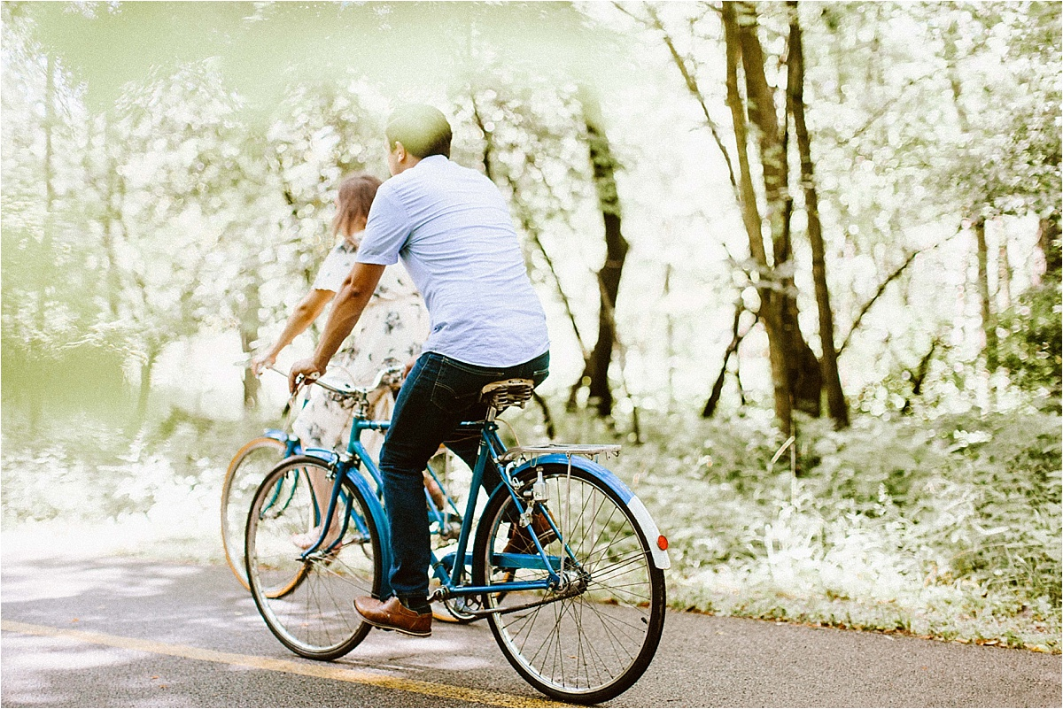 Vintage Bicycle Engagement Shoot_0039.jpg