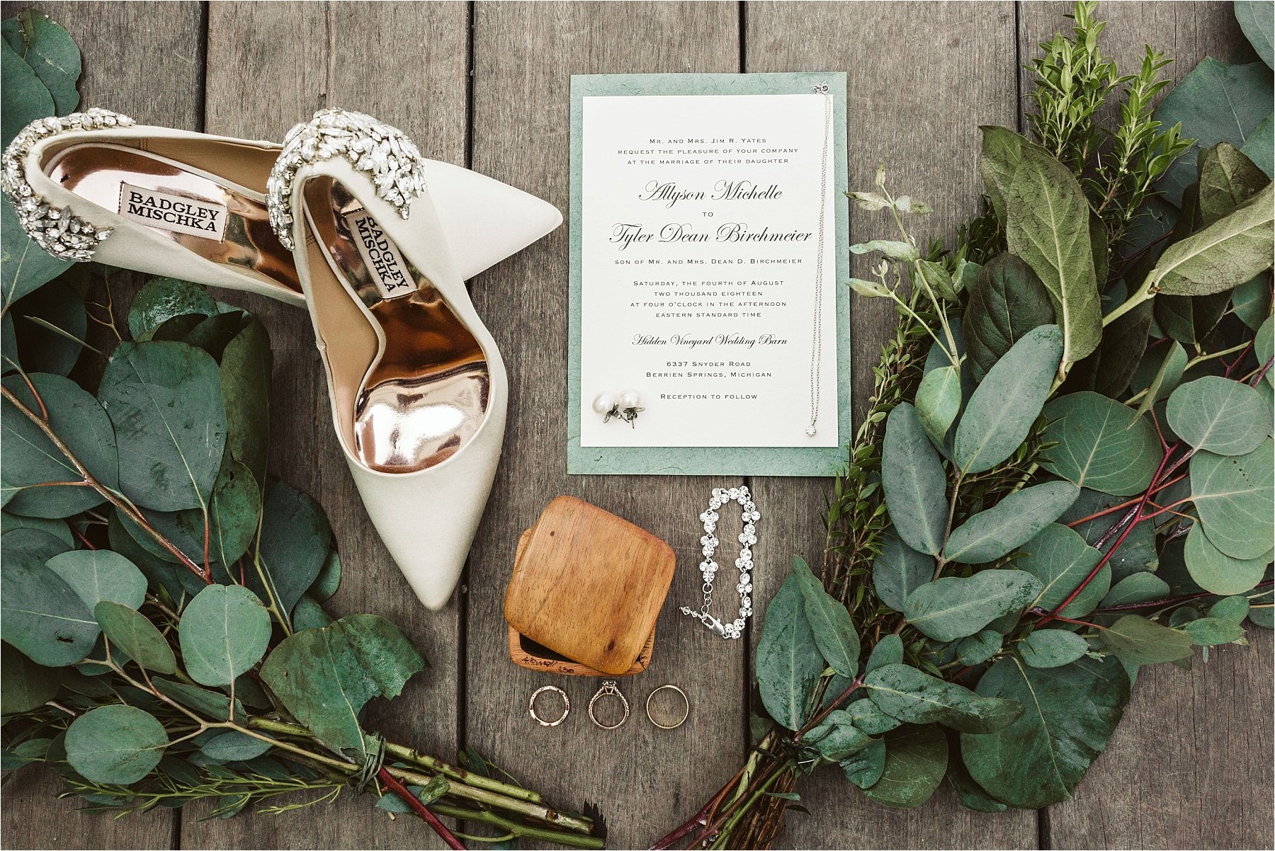 Hidden Vineyard Michigan Wedding_0001.jpg