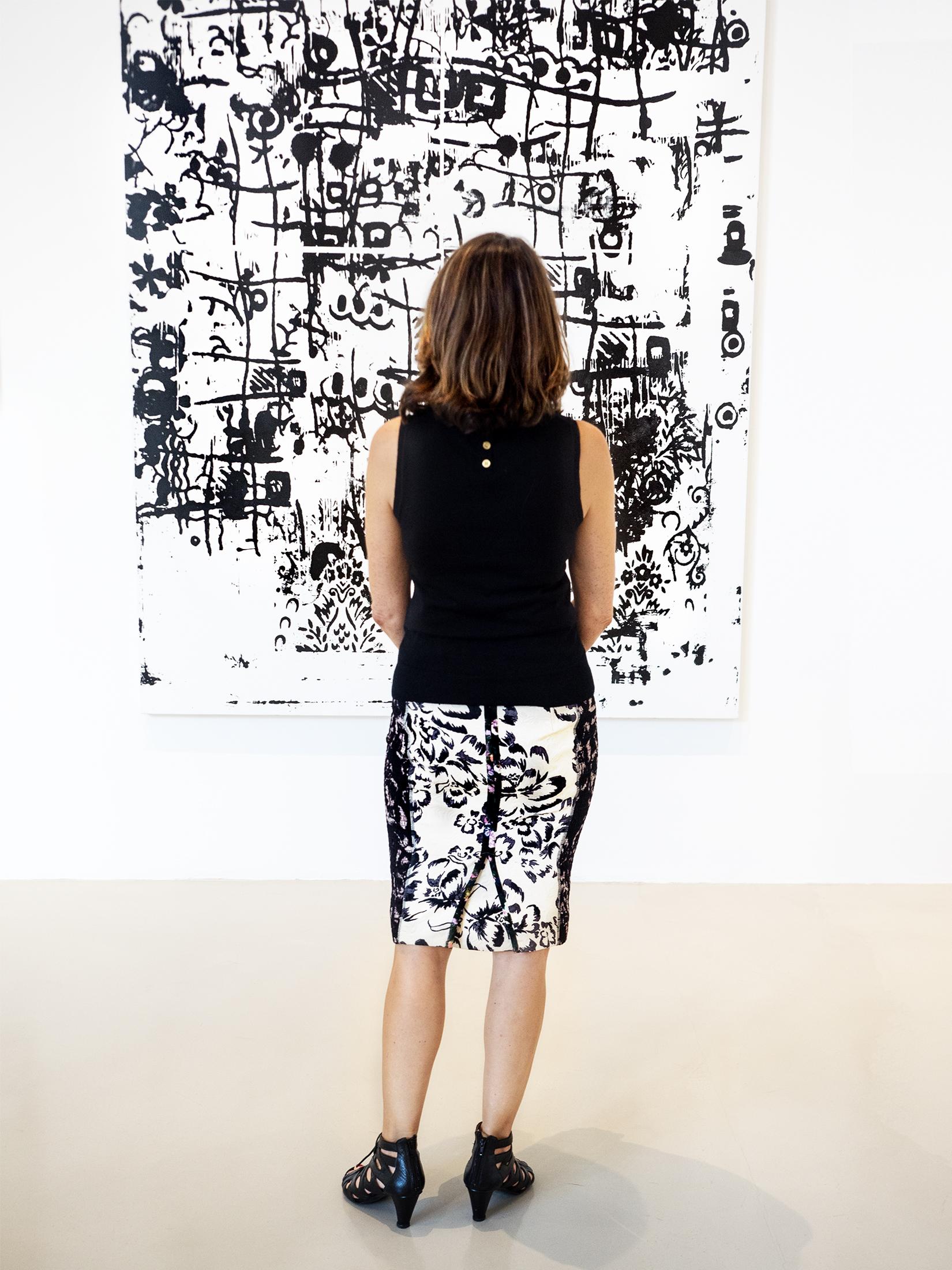 PEOPLE LOOKING AT ART 005.jpg