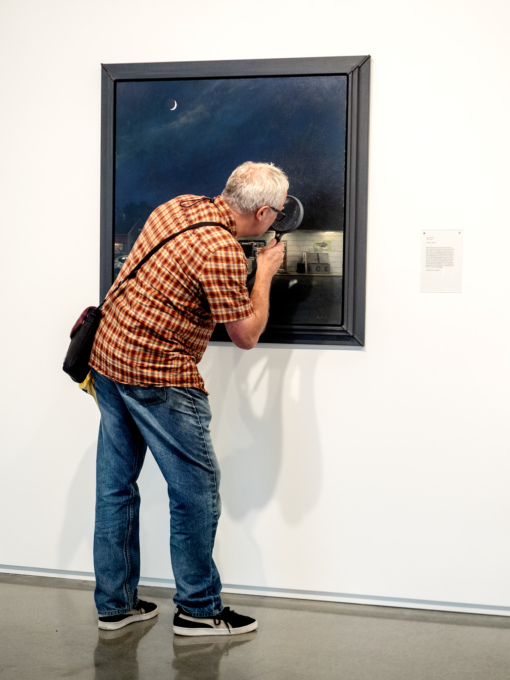 PEOPLE LOOKING AT ART 012.jpg