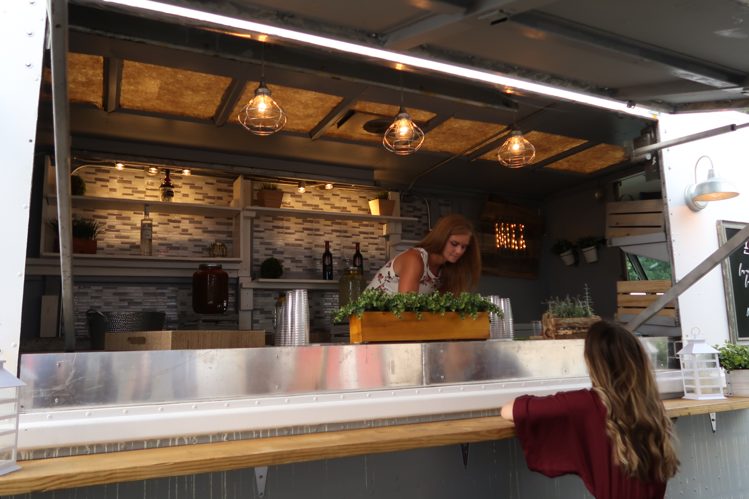 I was invited to participate in the  Handpicked Bridal Event  - it was such a fun evening at the  HiHo Brewery  in Cuyahoga Falls and I had the opportunity to meet with so many amazing vendors, including Callie from  Bartenza  - her bar truck is so charming - can you believe she transformed this herself?!