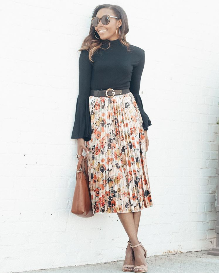Candace from Live Love & Read - Another fabulous sleeve, with a pleated skirt. I bought a great pleated skirt at Target, which has the added benefit of an elastic waist!