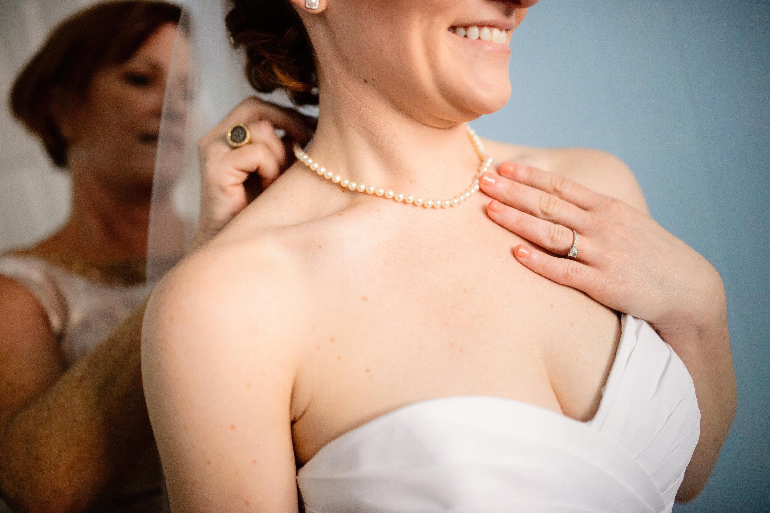WeddingPearls_GettingReady_EmeraldIsle