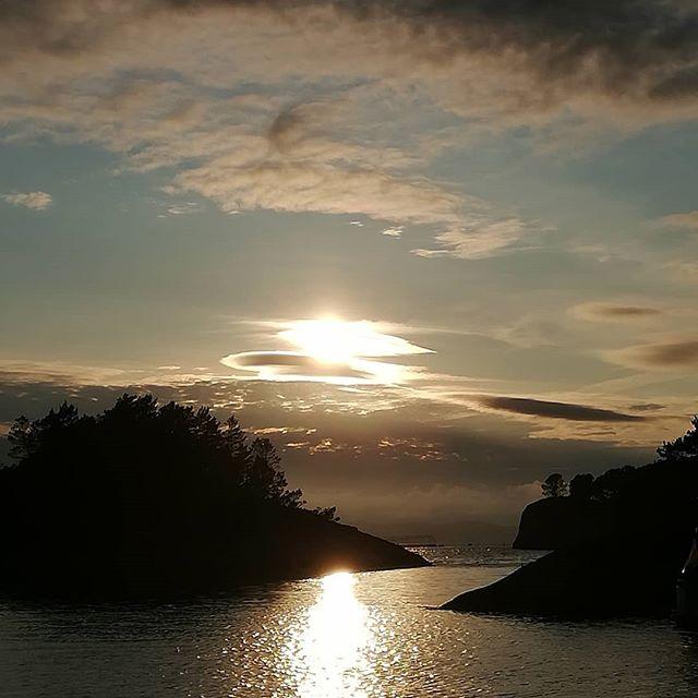 Sunset.... #annejensenart #sunset#beatifulevening#solnedgang #båtliv#detgodeliv