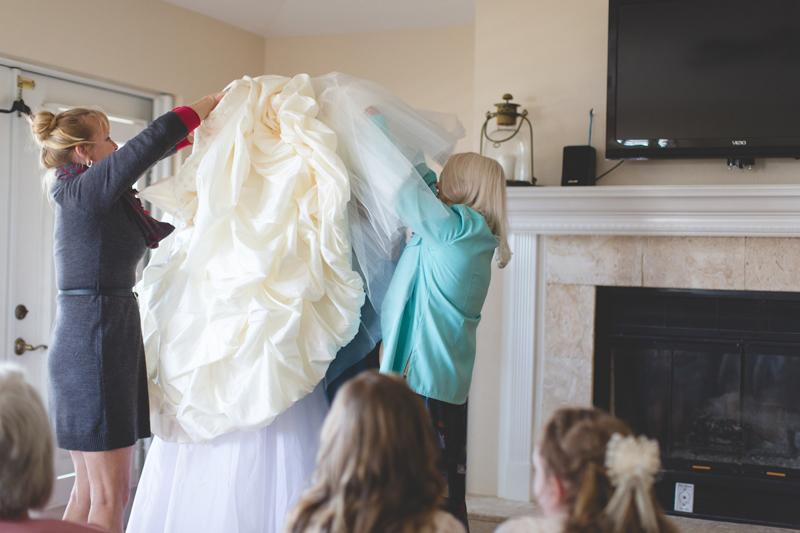 Outdoor Southern Wedding | bride putting on her wedding dress