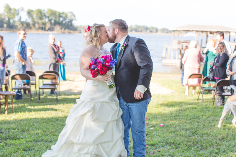 Outdoor Southern Wedding | kissing