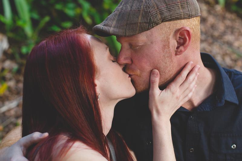 Outdoor Orlando Enagement Session   romantic pictures