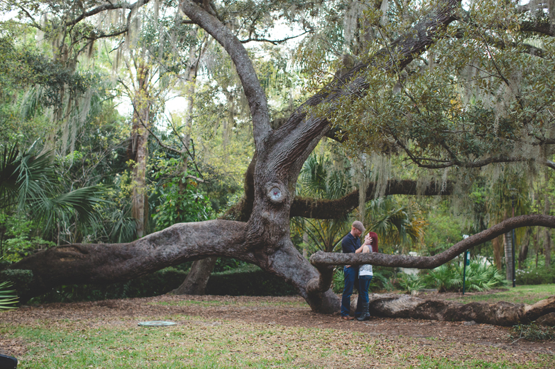 Outdoor Orlando Engagement Session | big tree