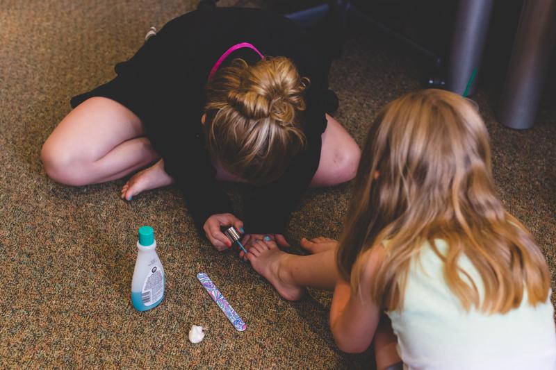 orange county regional history center intimate wedding bridesmaids and flowergirls painting their toenails before wedding