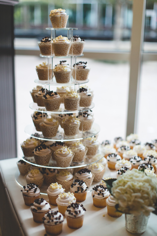 87 white wedding cake made of cupcakes orlando outdoor wedding photographer 310 lakeside wedding cj-659.jpg