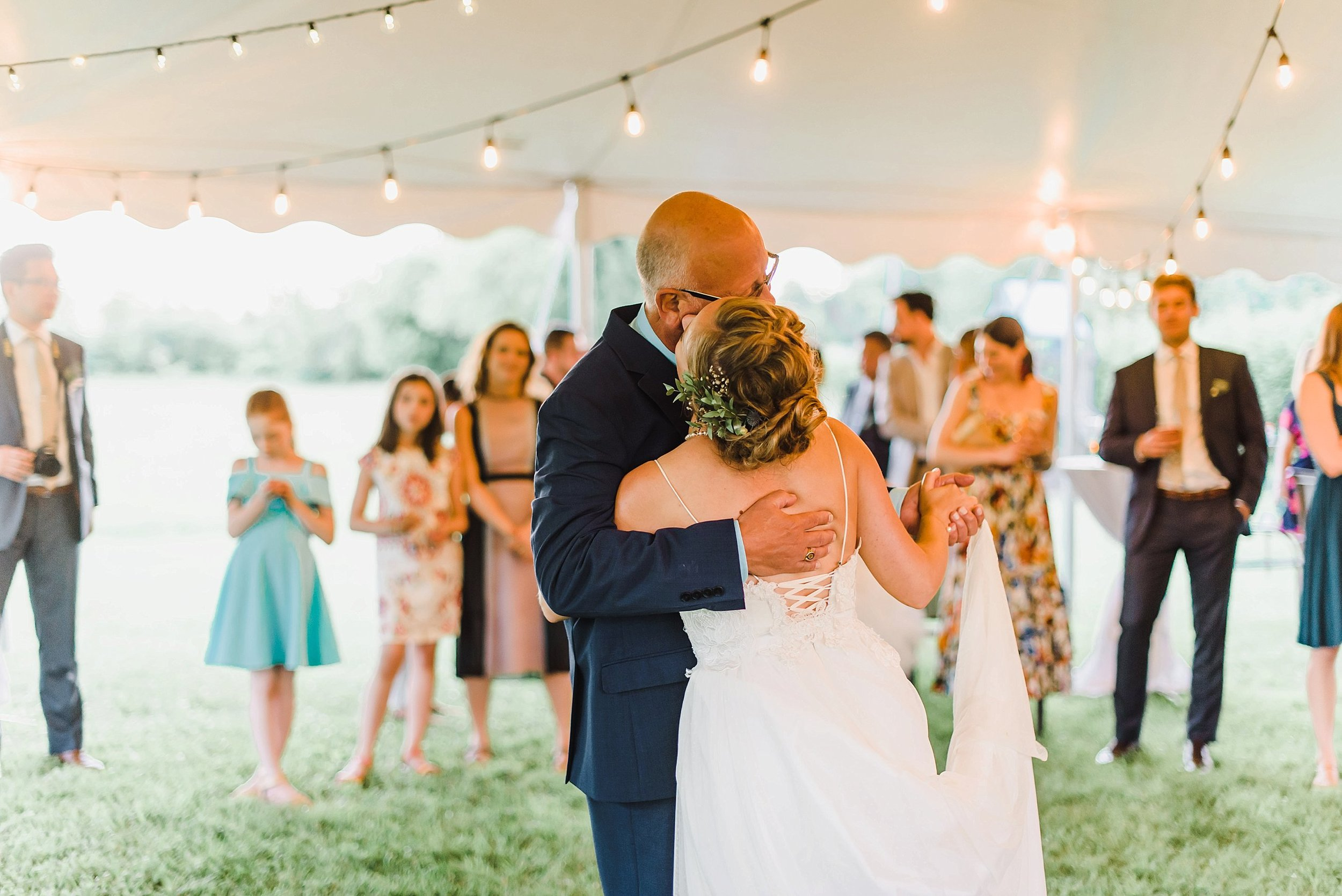 A sweet father-daughter dance!