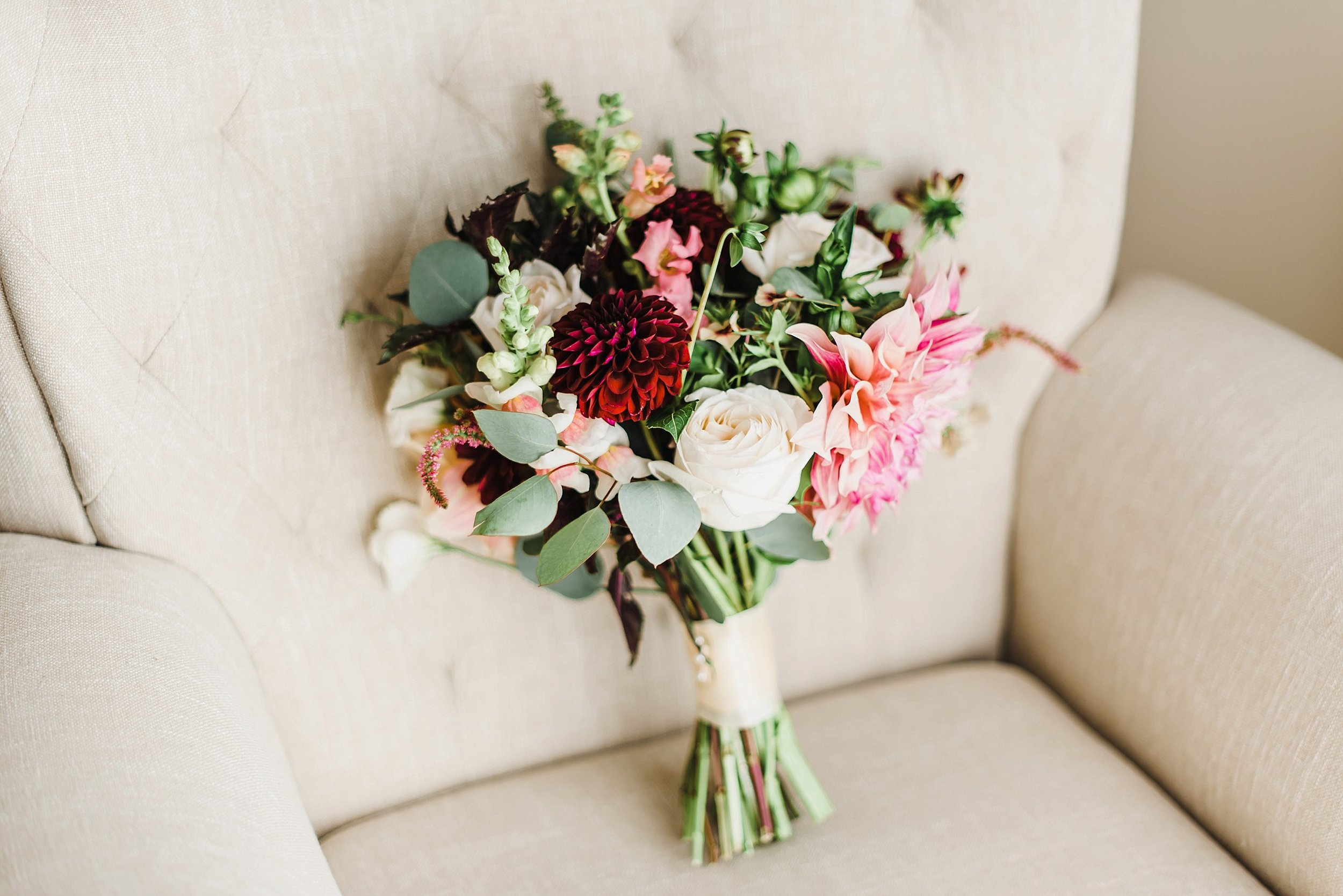Audra's flowers perfectly created by Flowers Talk Tivoli in my favourite design style: natural, wild and free!