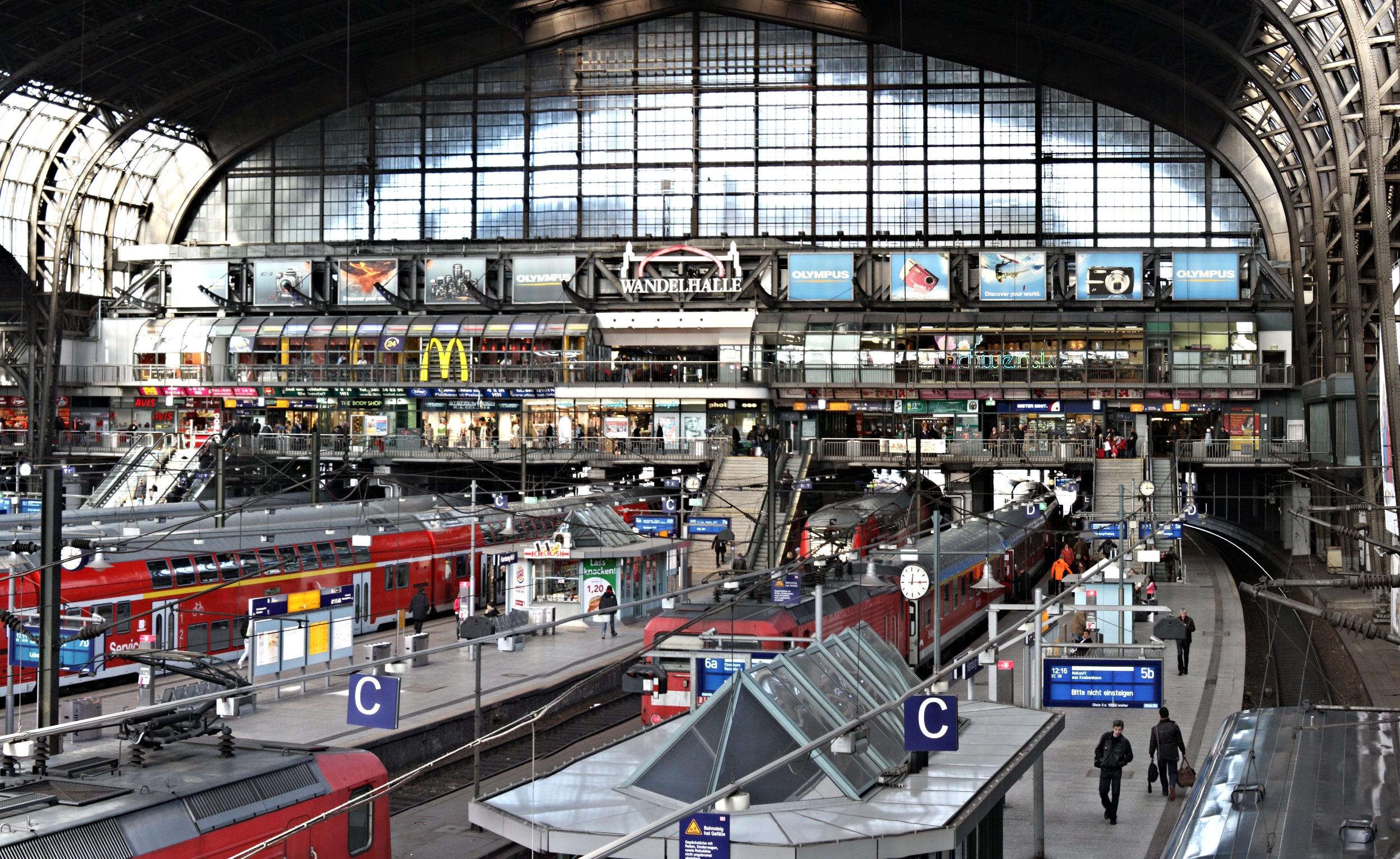 Hamburg_Hauptbahnhof_stitched_19 (1).jpg