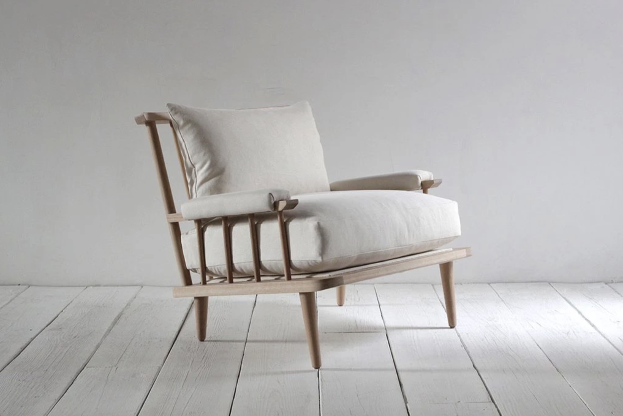 Spindle Back Viewing Chair