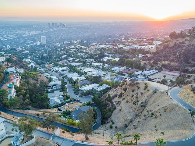 SOLD! Represented both buyer and seller on this killer view property in the Hollywood Hills.  2375 Sunset Plaza Drive Offered at $1,800,000  #Land #JustSold #HollywoodHills #ViewProperty #BringOnTheCaissons #StayTuned