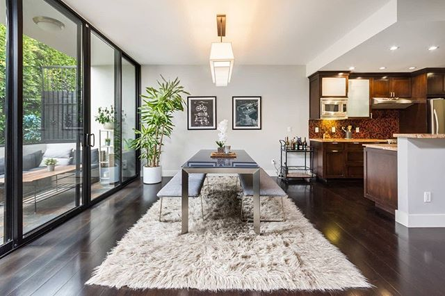 JUST LISTED and open Sunday 2-5pm! Remodeled top floor unit in a chic architectural building just north of the Sunset Strip.  7960 Selma Avenue Unit 305 2 bedroom/2 bathroom Offered at $835,000  #JustListed #OpenHouse #CondoLiving #WestHollywood #LARealEstate #WelcomeHome