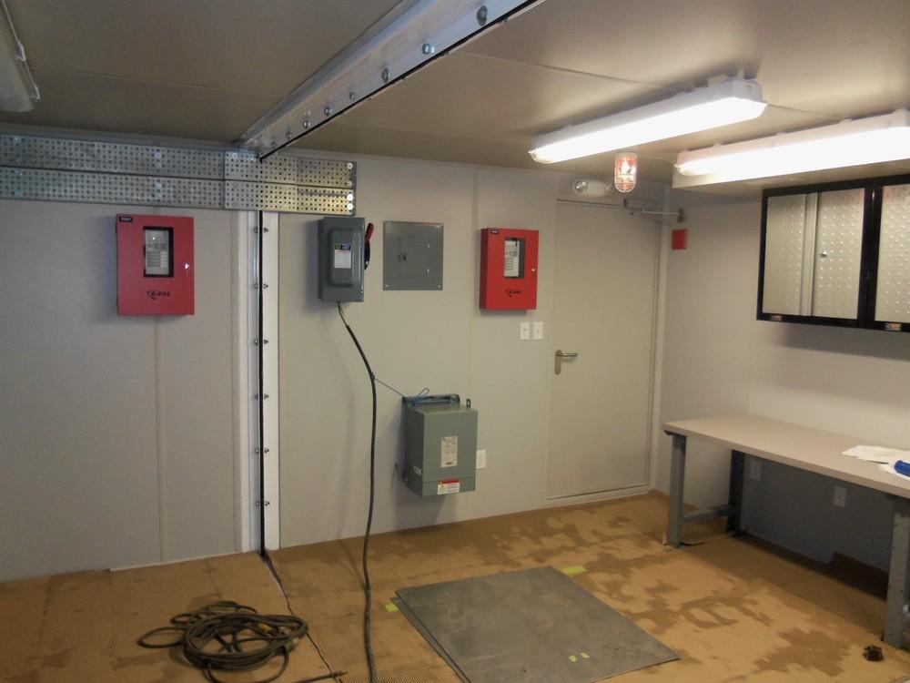 lab mudlogging unit container house.JPG