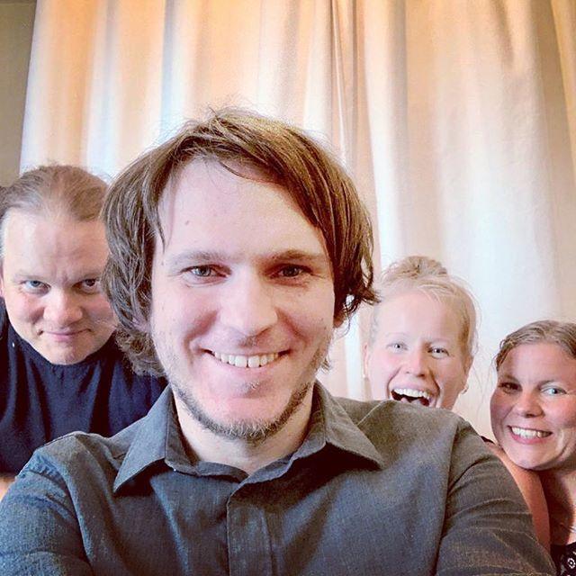 Me (Antti & Isotalo) vietimme kolme hikistä päivää loistavan @mhaapoja (kuvassa toinen vasemmalta) kanssa työstäen yhtyeen debyyttilevyä.  Rankkaa mutta hauskaa ja palkitsevaa. Siinä tunnelmat kiteytettynä.  Vielä on paljon tekemistä ja työvaiheita ennen kuin pääsette kuulemaan työn tuloksia, mutta se hetki on yhden konkreettisen askeleen lähempänä. Jännittävää!  #anttijaisotalo #studiossa #studiolife #recordingstudio #recording #ostrobothnia #folkmusic #eteläpohjalainen #kansanmusiikki #musiikkikuuluukaikille