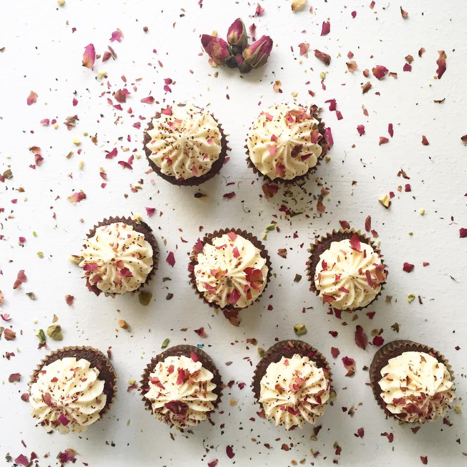 mini cocoa cupcakes + champagne buttercream + dried red rose