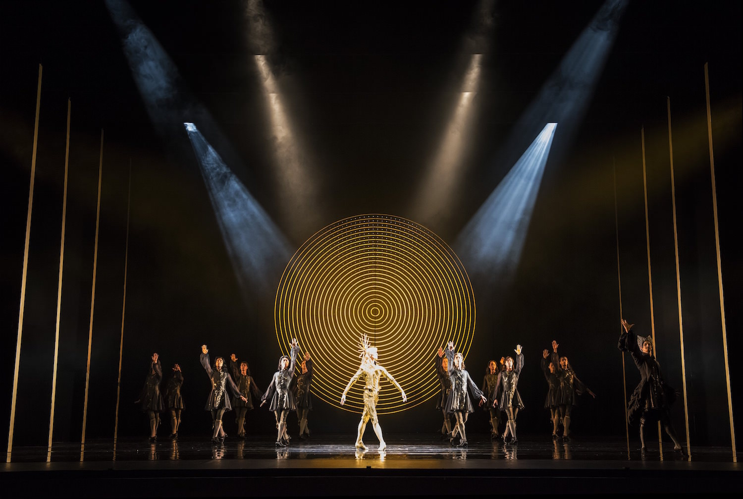 The King Dances - William Bracewell as Le Roi Soleil with Artists of Birmingham Royal Ballet - photo Bill Cooper.jpg