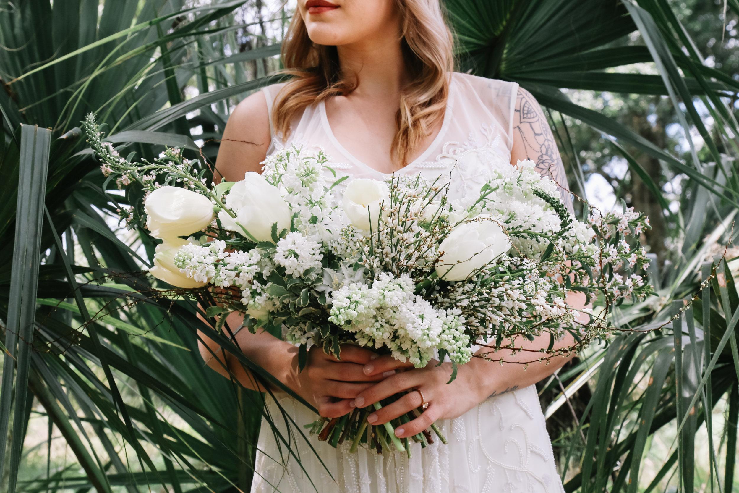 neutral-bridal-bouquet
