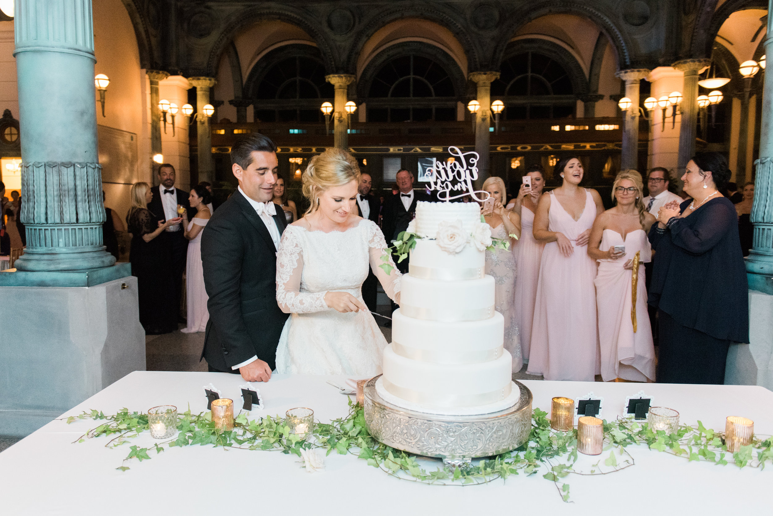 wedding-cake-display
