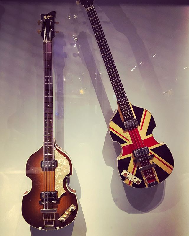 Paul's guitars and a few other notable instruments 😍