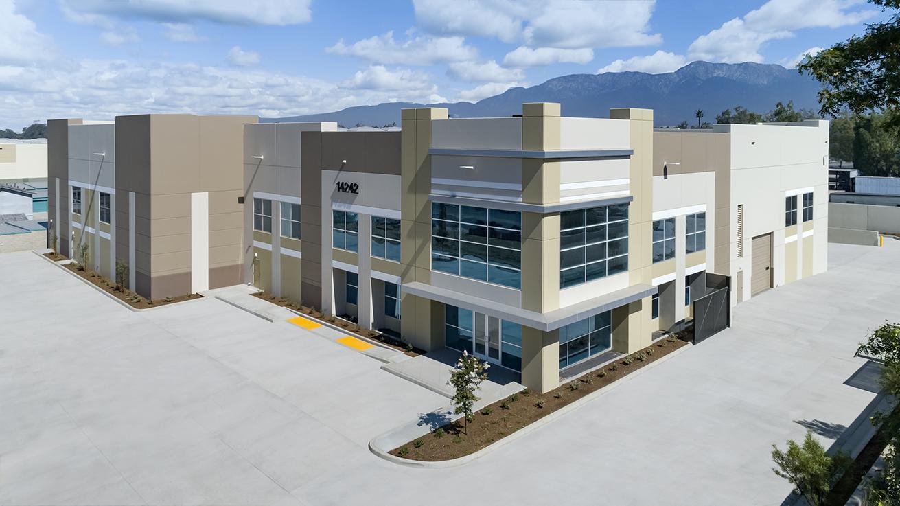 TILT-UP WAREHOUSE & OFFICE   US BOWLING  40,750 SF | Fontana, CA