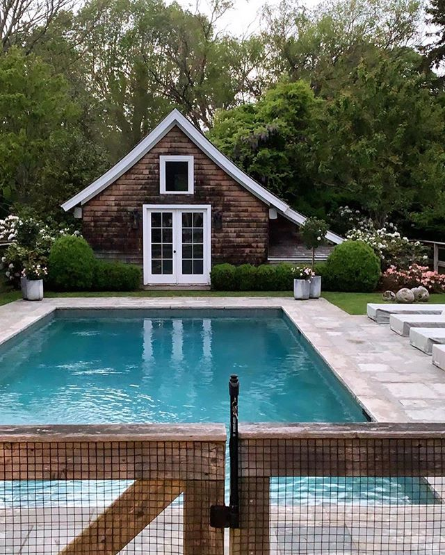 Every time I think of waiting a little longer for a pool upstate, I come across another shot of inspiration that has me swooning.☀️🏊🏼‍♀️