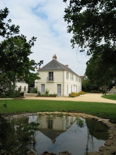 Franchomme's affection for Touraine began at Le Côteau and he returned to the region throughout his life. His daughter Louise later purchased this house with her husband Edouard André, in nearby La Croix en Touraine. Later in his life Franchomme would often stay there. In 2005, it was sold by Franchomme's descendants to the town, and is now the Town Hall.