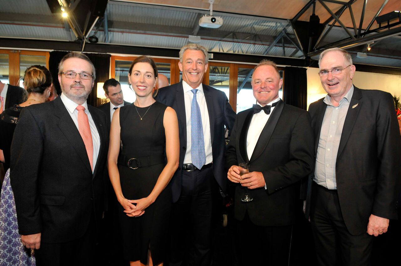 Click here  to view the dinner and 3M award photos.