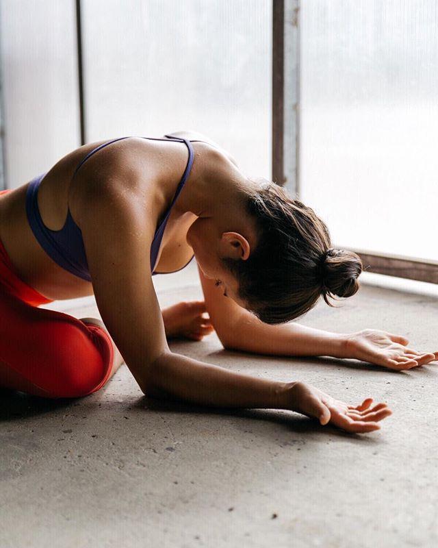 Zen.✨ @tessuka . . . .  #yoga #yogaeverydamnday #yogi #yogalove #yogainspiration #namaste #yogaeverywhere #yogagirl #yogachallenge #yogalife #igyoga #yogini #yogapractice #meditation #yogapose #yogaeveryday #instayoga #practiceandalliscoming #handstand #balance #pilates #yogajourney #asana #flexibility #yogagram #yogadaily #yogaaddict #yogisofinstagram #stretch #yogateacher