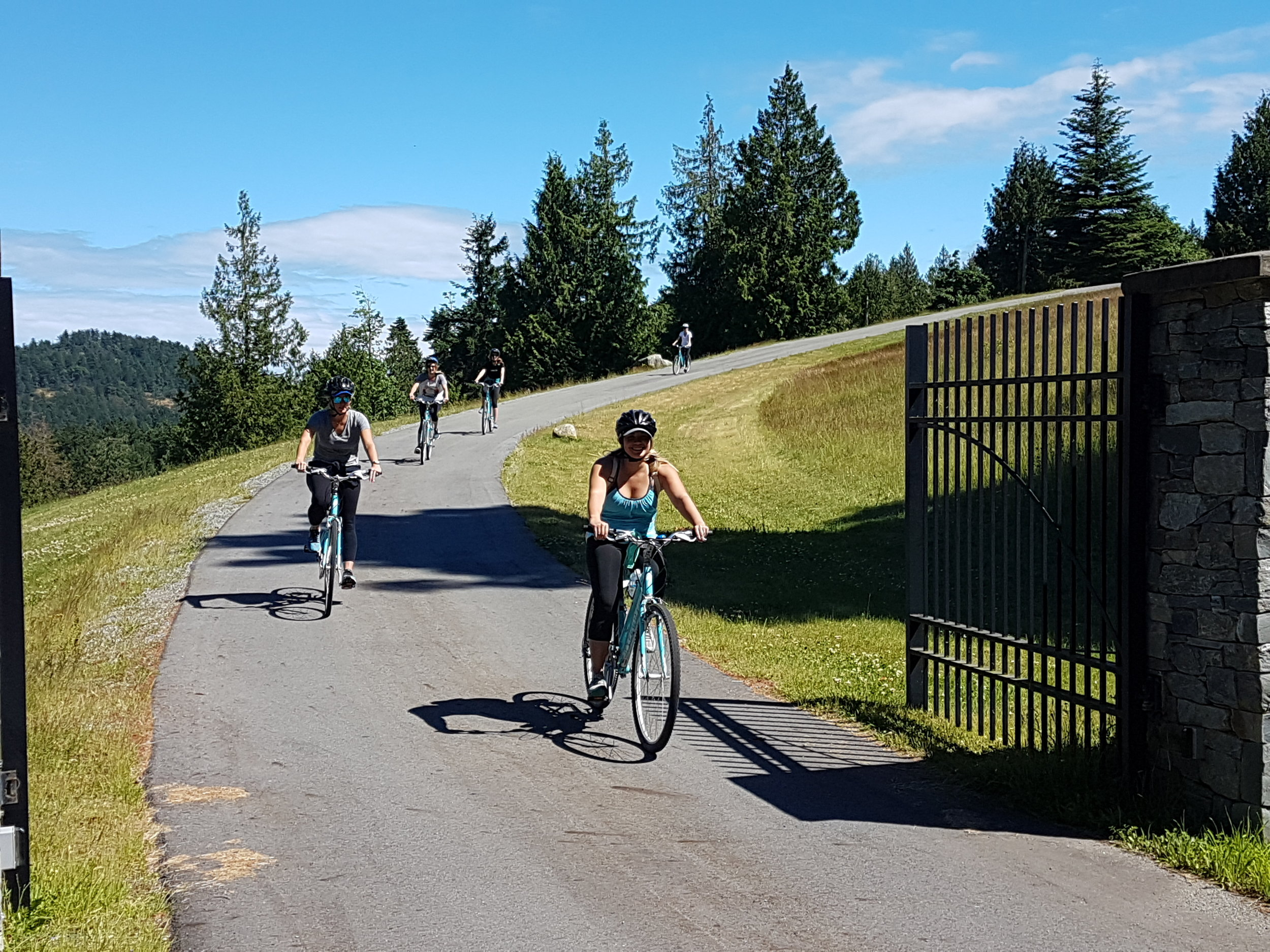 leaving the winery during our Vancouver Island Tour