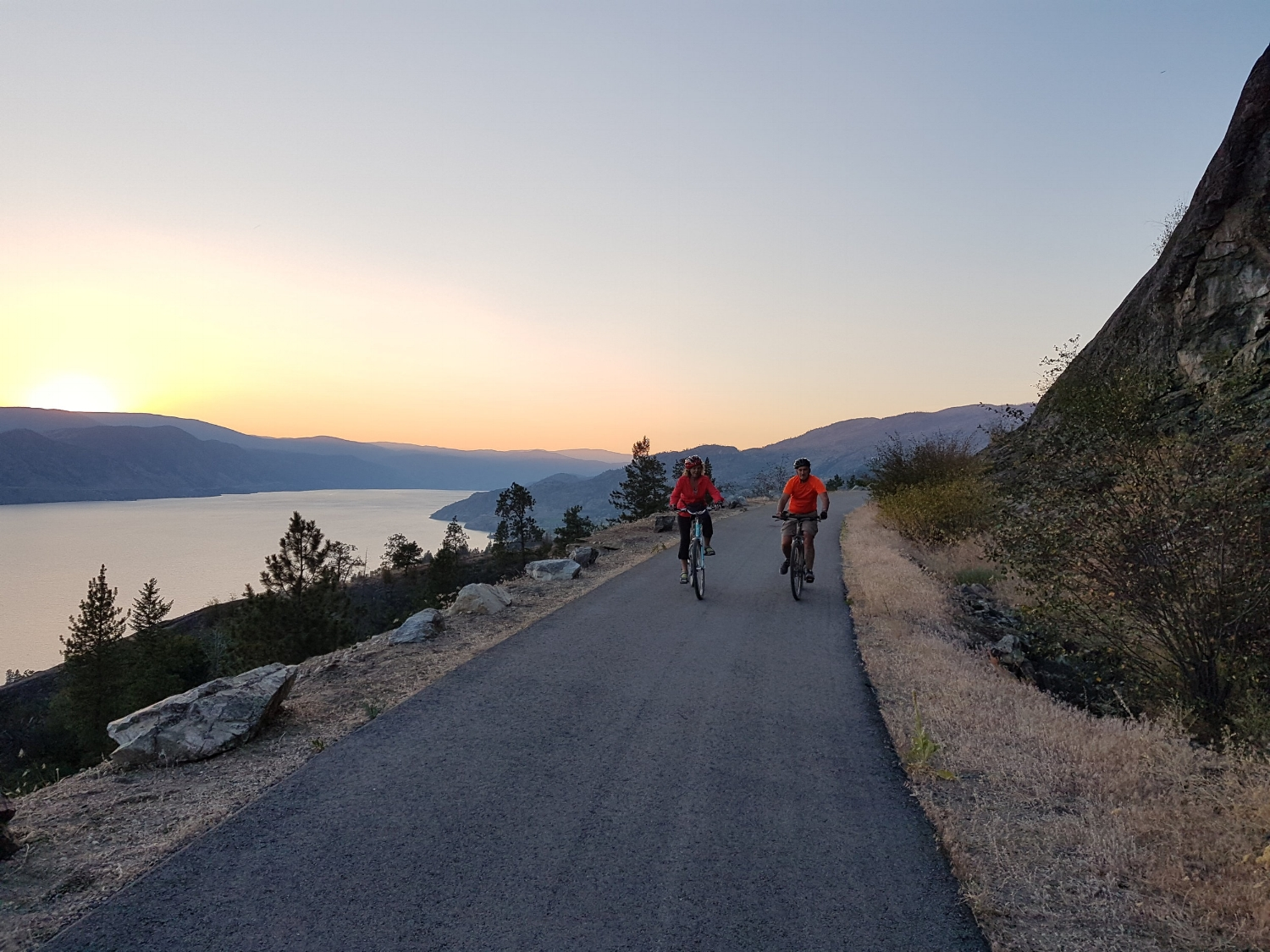 Cycling along Okanagan Lake on our Okanagan bike tour