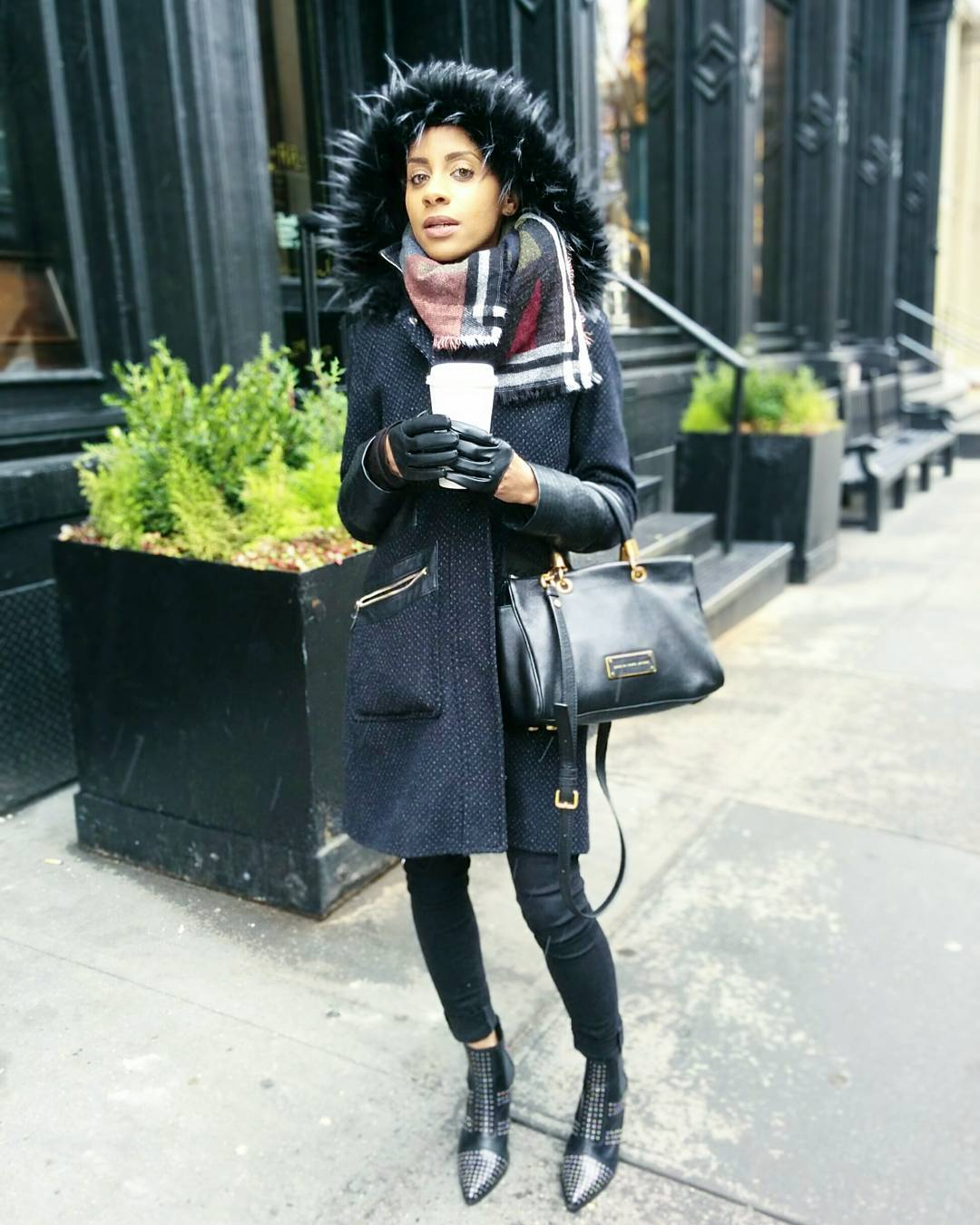 Coat: Via Spiga / Jeans: Hudson Jeans / Boots: Top Shop / Scarf: ASOS / Bag: Mark By Mark Jacobs