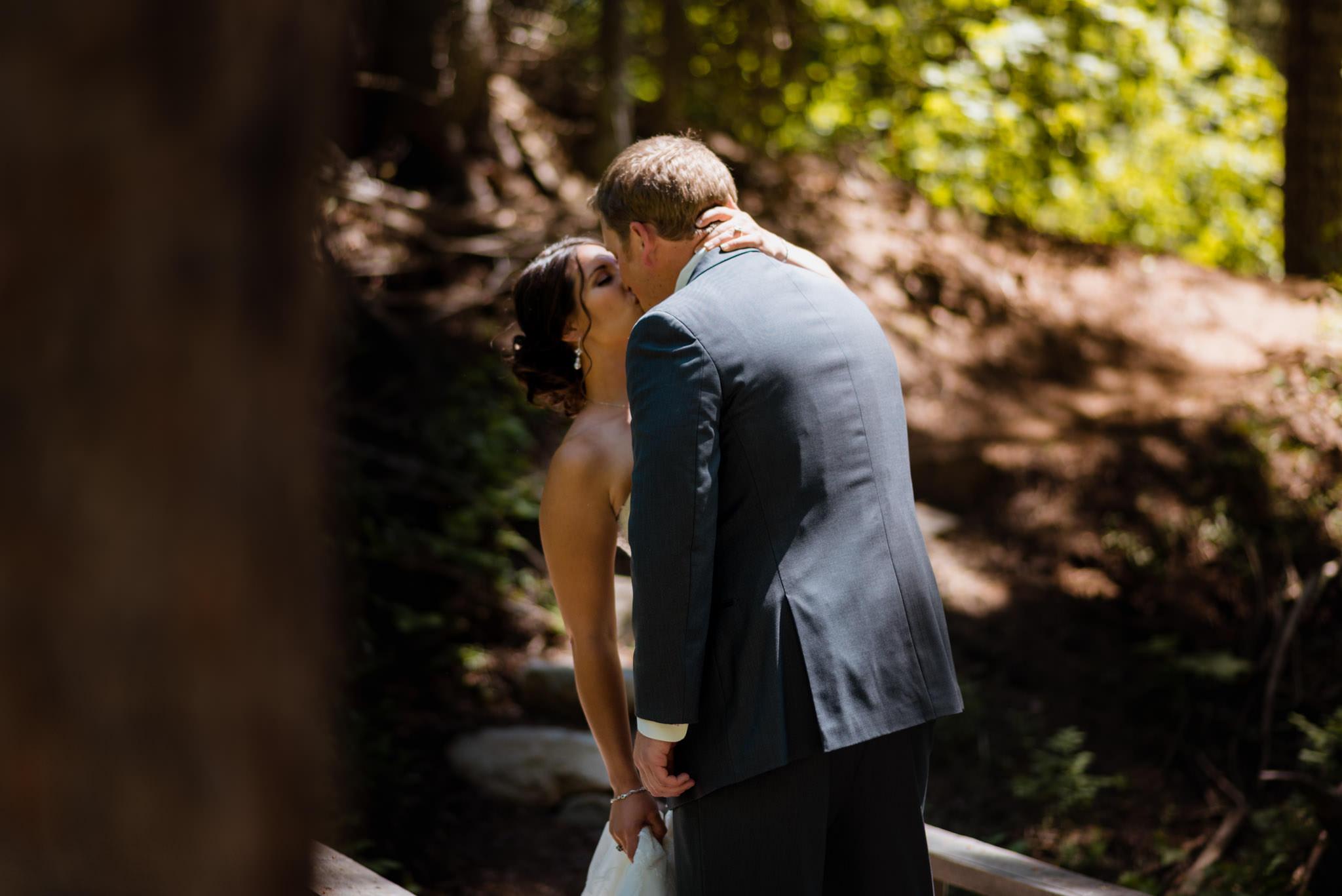 Zilla Photography Wild Adventure Mountain Wedding Kiss