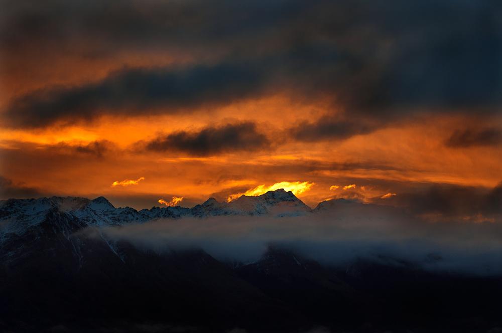 b3397419a8798477-sunset.jpg