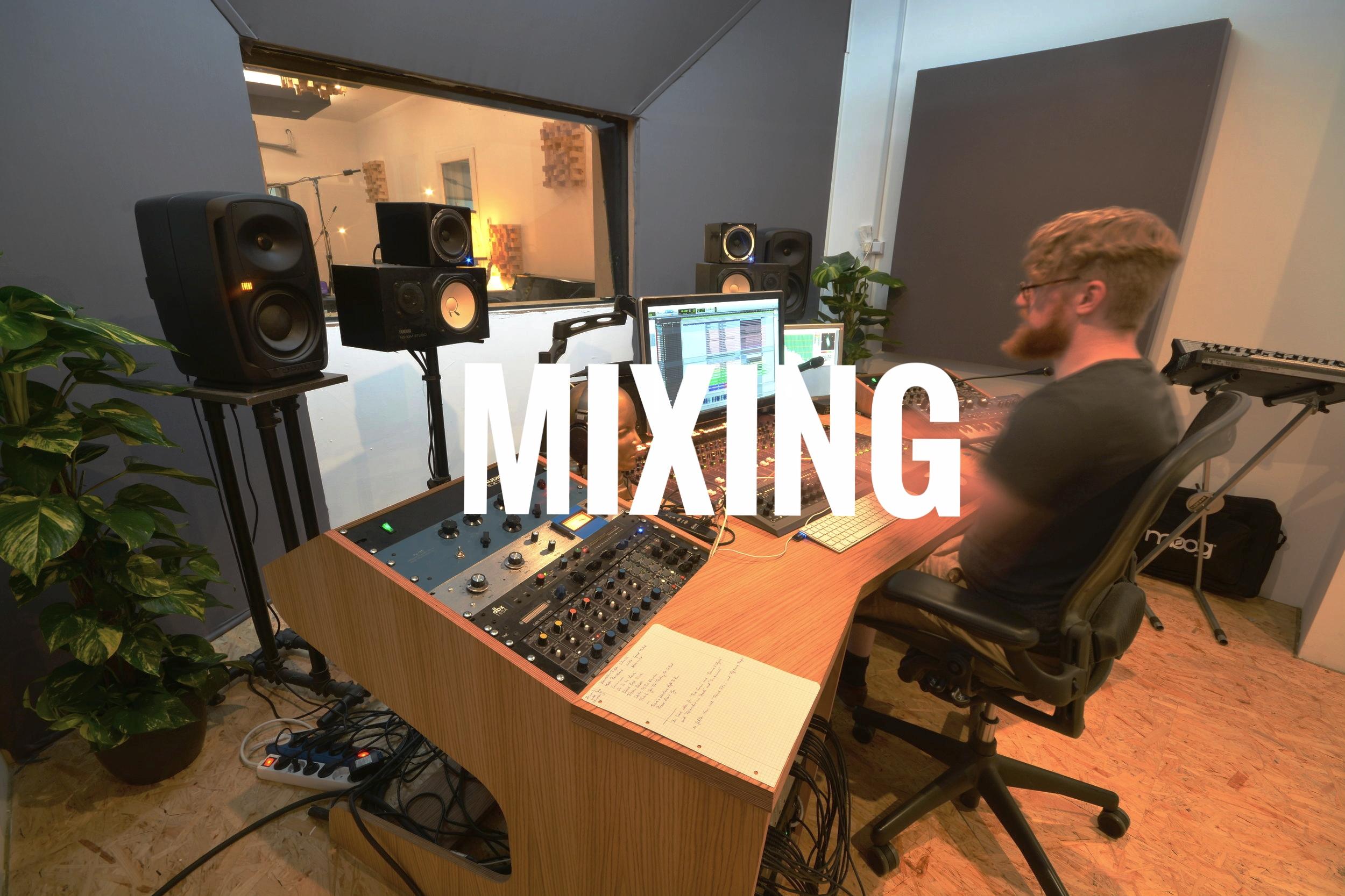 Gern mischen wir externe Produktionen und Aufnahmen. Ob im professionellen Studio oder im kleinen Proberaum aufgenommen. Wir holen mit deinem Input das beste für dich raus. Dabei sind wir genretechnisch sehr breit aufgestellt.  Hörbeispiele gibt es  HIER .