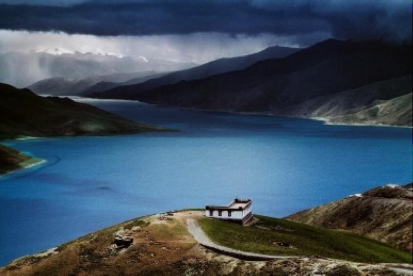 Tibetan Holy Lake,Tibet. Photography by  Steve McCurry.