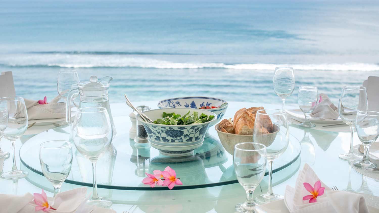 Bingin-beach-dinner-lunch-morabito-art-cliff-bali.jpg