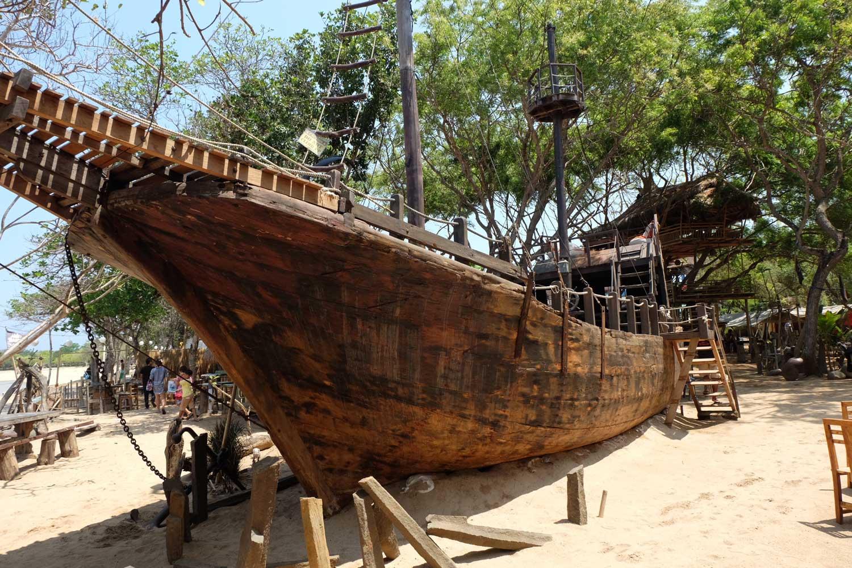 pirate boat bali