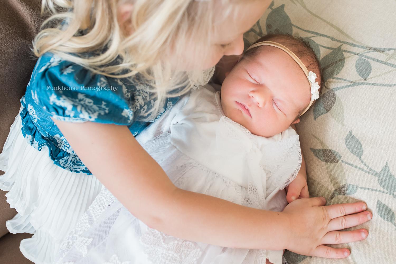 newborn-big-sister-photography.jpg
