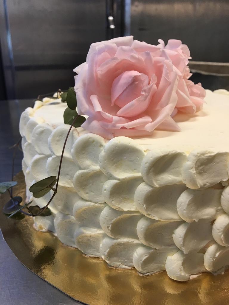 Bröllopstårta - Vi bakar glutenfria bröllopstårtor på beställning och efter önskemål